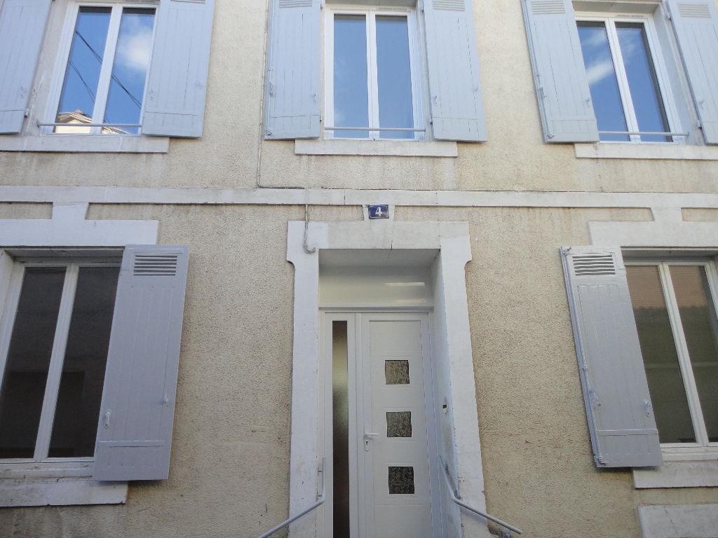 Maison du monde mont de marsan 28 images surveillants for Adresse maison du monde