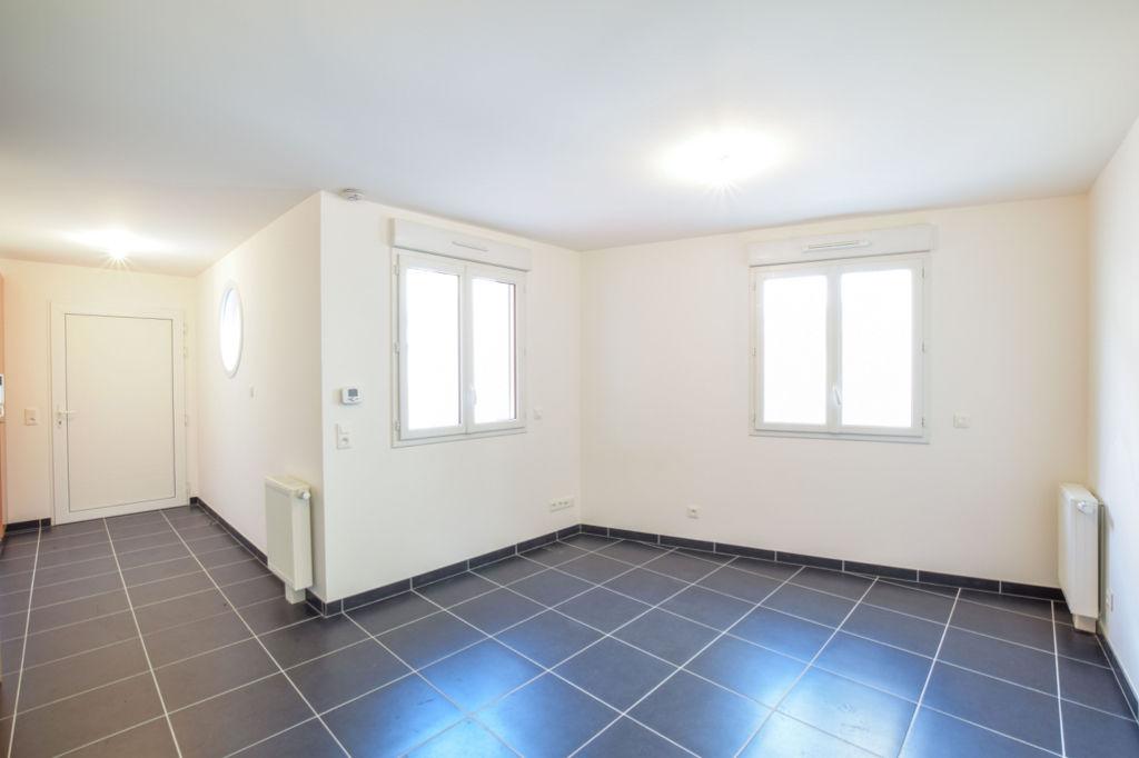 louer appartement brie comte robert 77170 l 39 adresse. Black Bedroom Furniture Sets. Home Design Ideas