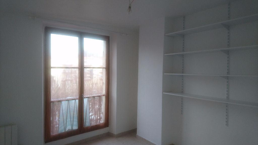 annonce location appartement choisy le roi 94600 28 m. Black Bedroom Furniture Sets. Home Design Ideas